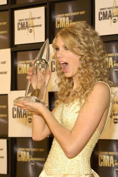 Taylor Swift Looking Surprised | 41st Annual Academy Of Country Music Awards | November 08, 2007. | Pictures | POPSUGAR Celebrity