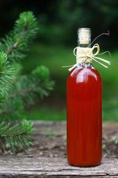 Eper szörp recept - Hazánkban komoly hagyománya van a szörpfőzésnek, így evidens, hogy ebből a gyümölcsből szeretnek szörpöt főzni a háziasszonyok. Marmalade, Hot Sauce Bottles, Preserves, Jelly, Food And Drink, Canning, Drinks, Detox, Recipes