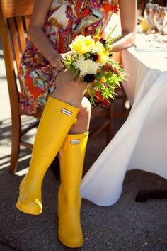 Love the bright yellow rain boots. Perfect for this rainy summer. Yellow Wellies, Yellow Rain Boots, Wellies Rain Boots, Hunter Rain Boots, Rain Shoes, Shoes Heels, Bloom Fashion, Mellow Yellow, Bright Yellow