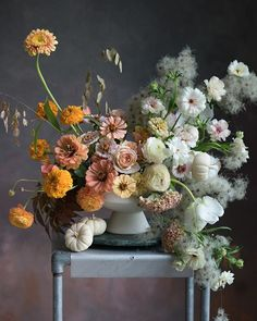 this fall inspired centerpiece contains a lot of contrast, one side of the wedding centerpiece is made of orange colored flowers, while the right side is made of white flowers and puffy looking florals Fall Flower Arrangements, Floral Centerpieces, Wedding Centerpieces, Fall Flowers, Beautiful Flowers, Flowers Pics, White Flowers, Ikebana, Floral Bouquets