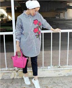 Arabic Style : Stylish and versatile summer hijab outfits – Just Trendy Girls… Arabic Style : Stylish and versatile summer hijab outfits â Just Trendy Girls Hijab Fashion Summer, Modern Hijab Fashion, Street Hijab Fashion, Muslim Fashion, Modest Fashion, Women's Fashion, Hijab Turban Style, Turban Outfit, Hijab Chic