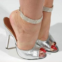 Hot High Heels, Sexy Heels, High Heels Stilettos, Stiletto Heels, Beautiful Toes, Gorgeous Heels, Nylons, Socks And Sandals, Ankle Chain