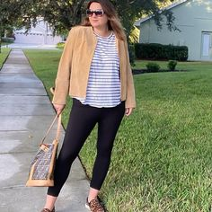 Casual outfit idea with leggings | For more style inspiration visit 40plusstyle.com How To Wear Leggings, Photos Of Women, Fashion Over 40, Casual Outfits, Trousers, Style Inspiration, Beautiful, Trouser Pants, Casual Clothes
