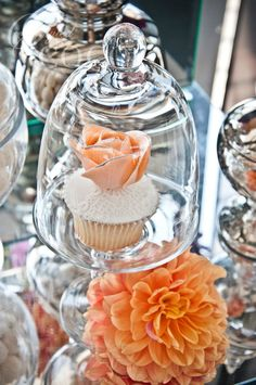 Floral cupcakes in dome