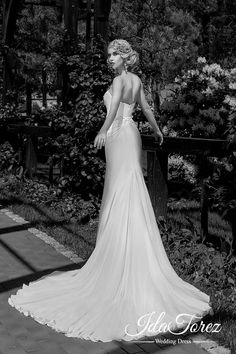 Luxurious Trumpet-Mermaid Sweetheart Natural Court Train Stretch Crepe Ivory Sleeveless Zipper Wedding Dress Beading 01027 #weddingdress #designercollections #cocomelody #sleevelessdresses