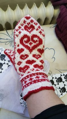 Knitted Mittens Pattern, Knit Mittens, Diy Clothing, Handmade Clothes, Gloves, Socks, Sewing, Knitting, How To Make