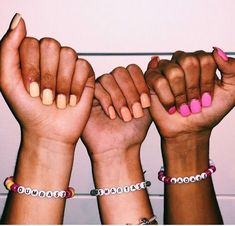 trendy photography ideas for friends friendship group photos Photos Bff, Bff Pictures, Best Friend Pictures, Friend Pics, Group Photos, Summer Bracelets, Cute Bracelets, Beaded Bracelets, Friendship Bracelets With Beads