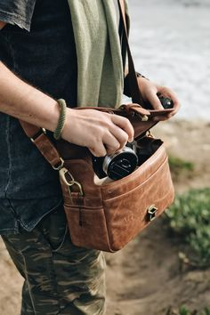 Best Camera Backpack, Camera Case, Camera Gear, Leather Fashion, Leather Men, Backpack Reviews, Usa Tumblr, Photography Camera, Camera Accessories