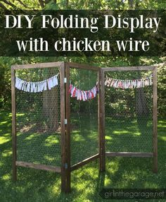 How to Build a DIY Folding Display with Chicken Wire. These would be great for a craft fair or a party! How to build a DIY folding display with chicken wire - great for markets or craft fairs! Craft Fair Displays, Craft Show Booths, Craft Show Ideas, Display Ideas, Booth Ideas, Displays For Craft Shows, Shop Displays, Craft Fair Ideas To Sell, Flea Market Displays