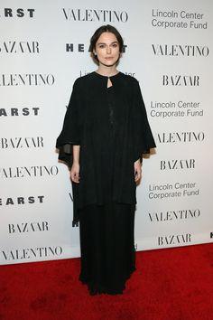 Keira Knightley en robe Valentino à New York http://www.vogue.fr/mode/inspirations/diaporama/les-meilleurs-looks-de-la-semaine-dcembre-2015/24195#keira-knightley-en-robe-valentino-new-york