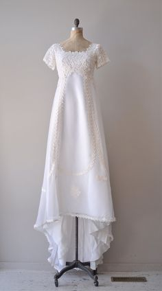 vintage 1960s Thing of Beauty wedding dress #vintagedress #vintagewedding #1960s