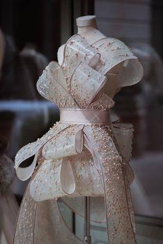Rami Al Ali couture The Syrian-born designer's latest collection sees the infusion of the sakura, kimono and origami, into the designs.Mini Maniquí 😍 with ・・・ Rami Al Ali Haute Spring-A truly artistic piece of the modern inspiration of cout Fashion Details, Look Fashion, Girl Fashion, Fashion Show, Luxury Fashion, Womens Fashion, Fashion Design, Couture Details, Rami Al Ali