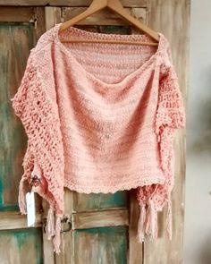 """70 Me gusta, 1 comentarios - Telar De Campo (@telardecampo) en Instagram: """"🌼💜💞🌼💜 Ponchito escote bote, en hilo de algodón. #collection #hechoamano #telar#puntilla crochet"""""""