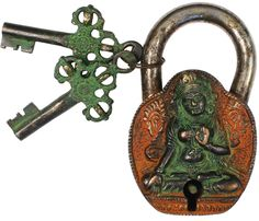 antique keys and padlock .... had to like this since I have one ... door knocker idea...