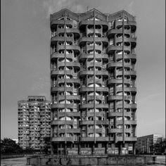 "Housing complex ""Manhattan"", (Sedesowce) 4-16, Grunwaldzki Square, Wroclaw, Poland, built between 1968-1973. Architect: Jadwiga Hawrylak-Grabowska. ©B.A.C.U."