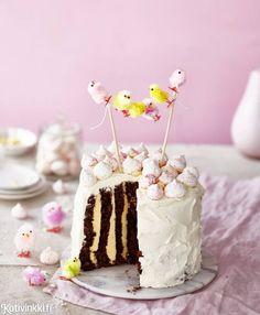 Kääretorttukakku | Kotivinkki Diy Easter Decorations, No Bake Desserts, Party Fashion, Happy Easter, Baked Goods, Treats, Food, Style, Bakken