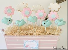 Bird and flower cake pops Bubble and Sweet: Sophie's Birthday Sweet Birdie Birthday Party Birthday Sweets, Bird Birthday Parties, Baby Birthday, Birthday Recipes, Birthday Cake With Flowers, Flower Birthday, Fiestas Party, Bird Party, Bird Cakes