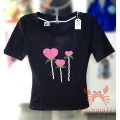 camiseta negra decorada  camiseta,lana acrílica,cinta crochet