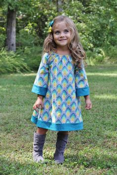 Bohemian inspired peasant dress: AMAZING. Free tutorial! love the dress love the fabric!!