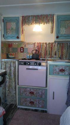 Vintage Rv, Vintage Caravans, Vintage Trailers, Vintage Campers, Retro Travel Trailers, Retro Caravan, Shasta Trailer, 1960s Decor, Rv Makeover