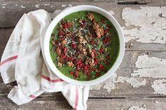Stripped Green Smoothie Bowl Recipe | how to make a smoothie bowl