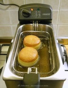 Krapfen (recipe by Iginio Massari) perfect recipe with tips - cibo - Deep Fried Recipes, Donut Recipes, Cooking Recipes, Chicken Wing Recipes, Sweet Cakes, Yummy Cakes, Finger Foods, Chocolates, Food Inspiration
