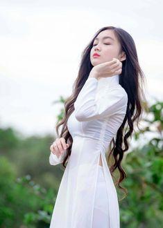 Đễ rồi!#!! | d p | Flickr Vietnamese Traditional Dress, Vietnamese Dress, Traditional Dresses, Ao Dai, Beautiful Long Dresses, Beautiful Asian Women, Asian Beauty, Asian Girl, White Dress