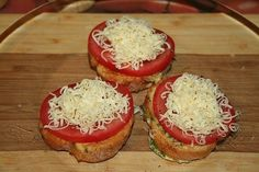 French Toast With Tomatoes And Cheese Recipe Cheese Recipes, Seafood Recipes, Low Carb Recipes, Chicken Recipes, Dinner Recipes, Avocado Recipes, Salad Recipes, Tomato And Cheese, Casserole Recipes