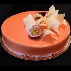 Recette d'un bavarois chocolat blanc passion, composé d'une dacquoise coco, un crémeux passion et une mousse bavaroise chocolat blanc.