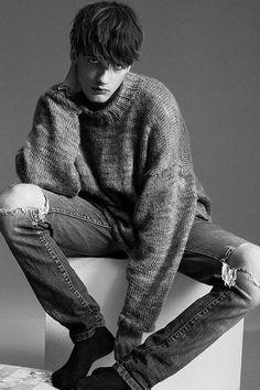 Emmanuel O'brien ph Edwin S Freyer Male Models Poses, Male Poses, Photography Poses, Fashion Photography, Estilo Dark, Human Poses Reference, Image Fashion, Sitting Poses, Model Test