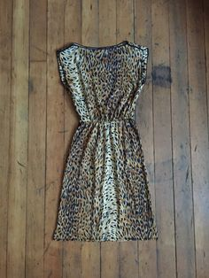 Super fun leopard print day dress from the 1970s. Label: Modes Memoires