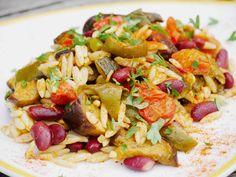 Salade alcaline d'Orzo aux légumes d'été confits à basse température.