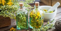 How To Easily Make Herbal Tinctures At Home Aromatic Herbs, Healing Herbs, Medicinal Plants, Herbal Tinctures, Herbal Extracts, Herbalism, Herbal Remedies, Health Remedies, Essential Oils