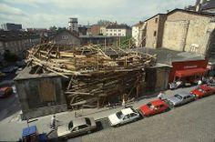 TADASHI KAWAMATA. Destroyed Church, 1987. Documenta 8, Kassel, Allemagne
