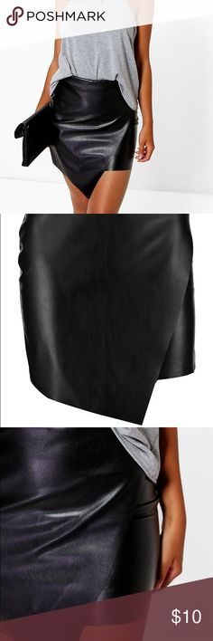 ⭐️NWT Asymmetrical faux leather skirt⭐️ Size 2 very cute asymmetrical faux leather skirt for sale! Perfect for a night out! I loved it but it was slightly too tight on me and I missed the return window : ( Boohoo Skirts Mini