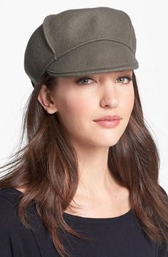 €17, Casquette plate brune Tarnish. De Nordstrom. Cliquez ici pour plus d'informations: https://lookastic.com/women/shop_items/120770/redirect