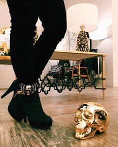 All I want for Christmas is skulls, shoes and skull accessories for my shoes😉💀 Skulls, Knee Boots, Christmas, Accessories, Beauty, Shoes, Fashion, Yule, Beleza