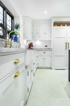 Choosing Your New Kitchen Cabinets New Kitchen Cabinets, Kitchen Cabinet Doors, Brass Kitchen Handles, Antique Furniture Restoration, Shaker Style Kitchens, Cupboard Handles, Brass Wood, Wood Screws, Polished Brass