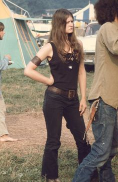 Festival Fashion Inspiration From The Original Hippies: Woodstock 1969 1969 Woodstock, Festival Woodstock, Woodstock Hippies, Woodstock Music, Janis Joplin, Jimi Hendrix, Joe Cocker, Foto Fashion, 70s Fashion