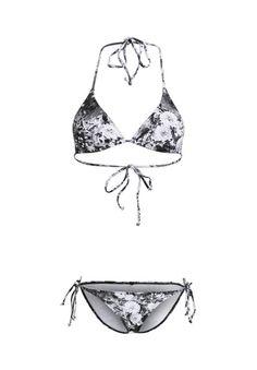 Das Label bringt diesen Sommer Flower Power auf Ihre Bademode und zeigt den Trend bei diesem Modell in klassischem Schwarz-Weiß: Anziehen, Wohlfühlen und die Sonne genießen!