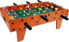 Kickern an jedem Ort! Der stabile Kickertisch kann auf jeder Tischplatte platziert werden und lässt große und kleine Tischkicker-Fans voll auf ihre Kosten kommen. Je 9 Spieler pro Team befördern die zwei beigelegten Bälle mit Druck ins gegnerische Tor. Das schnelle Spiel schult die Hand-Augen-Koordination und macht einen Heidenspaß – das ist Tischfußball, wie es sein soll! ca. 70 x 55 x 25 cm