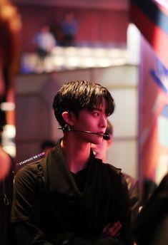 Bae Jinyoung Wanna one K Pop, Bae Jinyoung Produce 101, First Rapper, Night Aesthetic, Lee Daehwi, Happy Pills, Kim Jaehwan, Ha Sungwoon, Fans Cafe