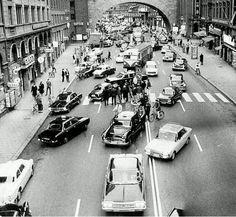 瑞 典 變 更 為 車 輛 靠 右 行 駛 的 當 天。