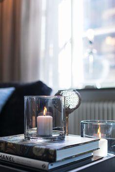 Classique contemporain à Stockholm - PLANETE DECO a homes world Contemporary Decor, Modern Decor, Interior Styling, Interior Design, Interior Ideas, Design Design, Stockholm, Coffee Table Styling, Hygge Home