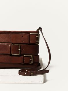 MESSENGER CLUTCH WITH BUCKLES