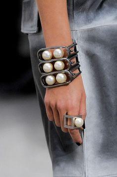 Brazalete y anillo
