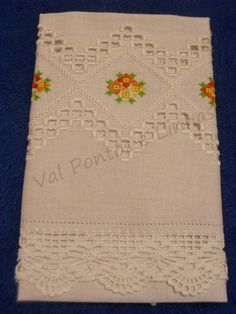 Pontos e Linhas: Hardanger Bordado Tipo Chicken Scratch, Hardanger Embroidery, Crochet, Needlework, 3 D, Projects To Try, Patches, Elsa, Cover