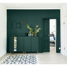 Home Sweet Home: with Ikea Ivar pedestals – decor Dark Green Living Room, Green Rooms, New Living Room, Living Room Decor, Green Walls, Green Painted Walls, Room Colors, House Colors, Green Wall Decor