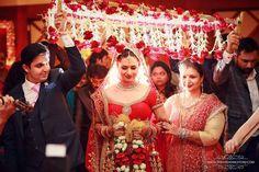 Divyanka Tripathi and Vivek Dahiya have finally got married in Bhopal on Friday (July in a traditional Hindu wedding ceremony. Wedding Story, Wedding Pics, Wedding Album, Wedding Ideas, Wedding Photoshoot, Wedding Couples, Wedding Bride, Divyanka Tripathi Wedding, Hindu Wedding Ceremony
