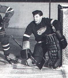 Ice Hockey Teams, Bruins Hockey, Hockey Goalie, Hockey Stuff, Nhl Games, Hockey Games, Detroit Red Wings, Hockey Pictures, Hockey Room